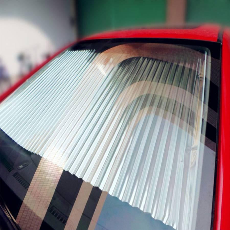 Automotive vehicle thickened outlet telescopically folded curtain magnet gear sunshade front louver